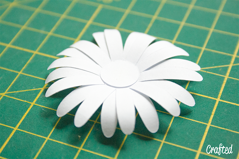 d i y  paper daisy chain