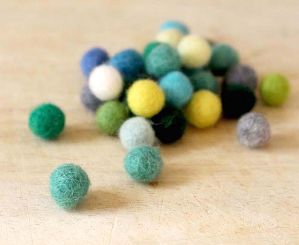 DIY felt bead bracelet